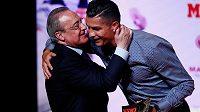 Prezident fotbalového Realu Madrid Florentino Pérez tvrdí, že bývalé hvězdě Bílého baletu Cristianu Ronaldovi pořád fandí. Fanoušci by si přáli, aby jej z Juventusu koupil zpět.