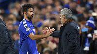 Kouč Chelsea José Mourinho a Diego Costa při utkání LM s Portem.