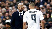 Kouč Realu Madrid Zinedine Zidane a zraněný Karim Benzema.