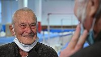 Ve věku 96 let zemřel v Brně sportovní gymnasta Zdeněk Růžička (na snímku z 11. prosince 2020), který na olympijských hrách v Londýně 1948 vybojoval dva bronzy na kruzích a v prostných, startoval i na OH 1952 v Helsinkách a 1956 v Melbourne.