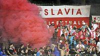 Fanoušci Slavie během utkání ve Zlíně.
