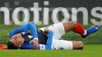 Francouzská fotbalová hvězdička Kylian Mbappé přípravný zápas s Uruguayí kvůli zranění nedohrála.
