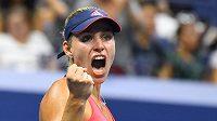 Teď se pomstím. Němka Angelique Kerberová při vítězném gestu v semifinále US Open. Ve finále má zálusk na odvetu proti Karolíně Plíškové.