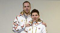 Rychlobruslaři na krátké dráze Kateřina Novotná a Vojtěch Loudín se předvedli s olympijskou kolekci oblečení.