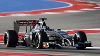 Vůz stáje Sauber na okruhu v Austinu. Za volantem Adrian Sutil.