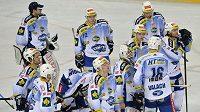 Zklamaní hokejisté Brna po porážce na Spartě.