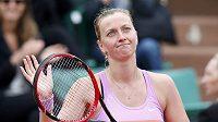 Petra Kvitová děkuje fanouškům po výhře nad Silvií Solerovou.