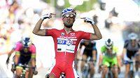 Francouz Nacer Bouhanni se raduje z vítězství v 10. etapě Giro d'Italia.