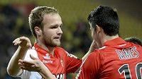 Valere Germain (vlevo) z Monaka se raduje z gólu.