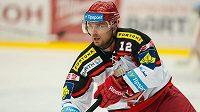 Hokejový útočník Michal Tvrdík ukončil kariéru.