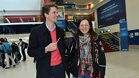 Veronika Vítková s partnerem před odletem na MS do finského Kontiolahti.