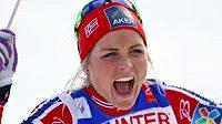 Therese Johaugová z Norska po triumfu na MS ve Falunu.