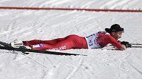 Polská běžkyně na lyžích Justyna Kowalczyková po dojezdu do cíle intervalového závodu na 10 km klasicky.