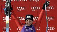 Italka Elena Fanchiniová slaví vítězství ve sjezdu Světového poháru v Cortině D´Ampezzo.
