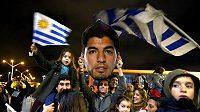 Zatímco celý fotbalový svět Luise Suáreze odsoudil, v Uruguayi je stále nedotknutelnou modlou.