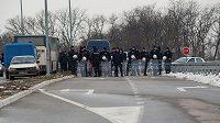 Policie v Bělehradu před plánovaným zápasem házenkářek Srbsko - Kosovo.