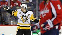 Sidney Crosby se raduje z gólu. Alexandr Ovečkin projíždí, Tučňáci zvládli první play off bitvu.