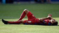 Vyčerpaný a zklamaný útočník Jan Kliment po prohře s Dánskem.