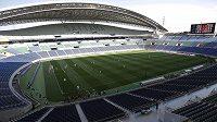 Momentka ze zápasu Urawa Red Diamonds proti Šimizu S-Pulse, který se musel kvůli rasistickému transparentu odehrát na liduprázdném stadiónu pro 63 tisíc diváků.