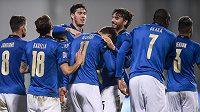 I když se trenér italské fotbalové reprezentace Roberto Mancini musel na nedělní zápas Ligy národů s Polskem dívat kvůli pozitivnímu testu na koronavirus ze svého domu, výhru 2:0 si užíval.