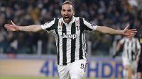 Gonzalo Higuaín z Juventusu se raduje z gólu proti Tottenhamu.