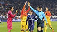 Žlutá karta pro gólmana Paris St. Germain a penalta. Sudí Wolfgang Stark byl nekompromisní.