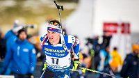 Český biatlonista Michal Krčmář v akci během stíhacího závodu Světového poháru v Le Grand-Bornand.