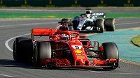 Sebastian Vettel s Ferrari na trati Velké ceny Austrálie.