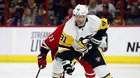 Hokejový útočník Phil Kessel (číslo 81) po čtyřech letech opouští Pittsburgh a bude působit v Arizoně.