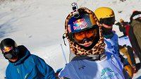 Snowboardistka Šárka Pančochová s kamerou na helmě.