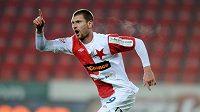 Martin Juhar ze Slavie se raduje z gólu.