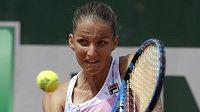Karolína Plíšková při utkání druhého kola French Open s Lucií Šafářovou.