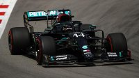 První trénink na Velkou cenu Španělska formule 1 ovládli jezdci stáje Mercedes. První místo na okruhu v Barceloně obsadil Valtteri Bottas s náskokem 39 tisícin před týmovým kolegou a vedoucím pilotem průběžného pořadí mistrovství světa Lewisem Hamiltonem (na snímku).