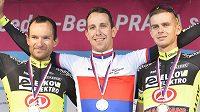 Stupně vítězů na cyklistickém republikovém šampionátu. Zleva druhý Jan Bárta, vítěz Josef Černý a třetí Jakub Otruba.
