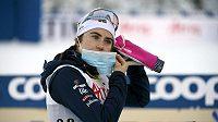 Švédská lyžařka Ebba Anderssonová v cíli stíhacího závodu SP V Ruce.