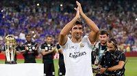 Takhle se před dvěma lety loučil španělský útočník Raúl s fanoušky Realu.