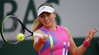 Španělka Paula Badosaová během loňského French Open při utkání s Němkou Laurou Siegemundovou.