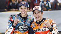 Mistr světa Moto 3 Alex Márquez (vlevo) a jeho bratr šampión Moto GP Marc Márquez.