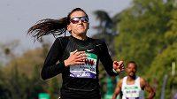Francouzka Clemence Calvinová při pařížském maratonu.