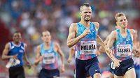Jakub Holuša v cíli závodu na 1000 metrů během mítinku Zlatá tretra.