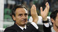 Kouč italského národního týmu Cesare Prandelli aplauduje svým svěřencům po vítězství nad Bulharskem.