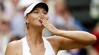 Ruska Maria Šarapovová po výhře nad Němkou Sabine Lisickou v semifinále Wimbledonu 2011.
