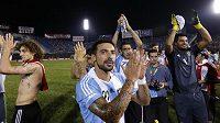 Fotbalisté Argentiny se radují z postupu na mistrovství světa.