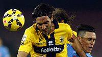 Kapitán Parmy Alessandro Lucarelli v zápase s Neapolí.