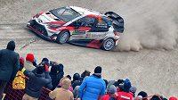 Juho Hänninen s Toyotou Yaris WRC na trati jedné z rychlostních zkoušek Rallye Monte Carlo.