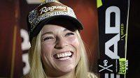 Lara Gutová ze Švýcarska před startem nové sezóny v Söldenu.