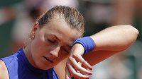 Zklamaná Petra Kvitová ve druhém kole French Open.