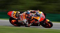 Německý motocyklista Stefan Bradl bude v královské třídě MotoGP i nadále zaskakovat za zraněného mistra světa Marca Márqueze.