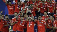 Fotbalisté argentinského klubu Independiente se radují z vítězství v Jihoamerickém poháru.