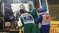 Romain Grosjean v sanitce po hororové nehodě v Bahrajnu.